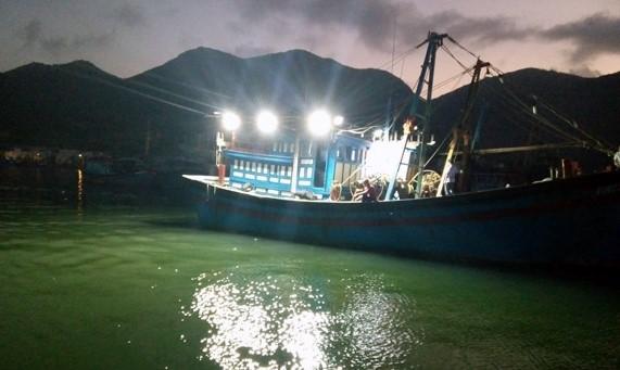 ứng dụng của đèn tàu cá đi biển ban đêm